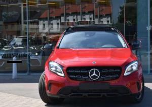 Mercedes GLA 180 (EU6.2)   rosso 14850 EURO