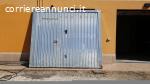 Porta basculante in lamiera zincata con porta pedonale