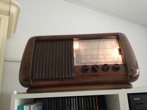 Radio antica a valvole Magnadyne