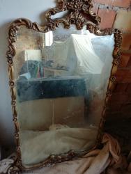 specchio antico con cornice intagliata