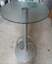 Tavoli  e sgabelli